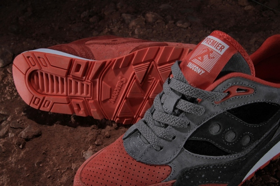 premier-x-saucony-shadow-6000-life-on-mars-pack-4